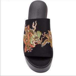 NWT bebe Stretchy Embroidered Slide Sandal SZ-8